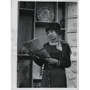 1974 Press Photo Yolanda Ayubi, Channel 10 - mja09345