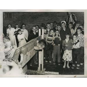 1952 Press Photo Nickjohn suffereing punishment after Kangaroo Court sentence