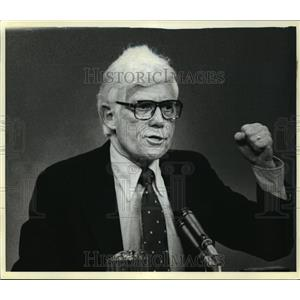 1980 Press Photo Rep. John Anderson of Illinois responds to a question