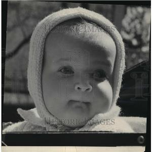 1945 Press Photo A letter for daddy from her baby - mja10514