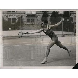 1929 Press Photo ST Phillips of NJ at tennis in a bathing costume on the Lido