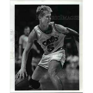 1989 Press Photo Steve Kerr is fouled by Steven Floyd late in 2nd quarter action