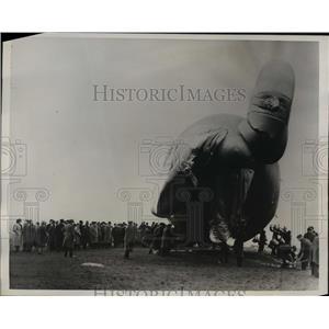 1939 Press Photo British Parliament Watching Balloon Barrage Demonstration