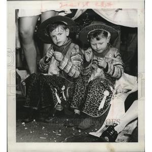 1946 Press Photo New Orleans Mardi Gras carnival crowds - noca01004