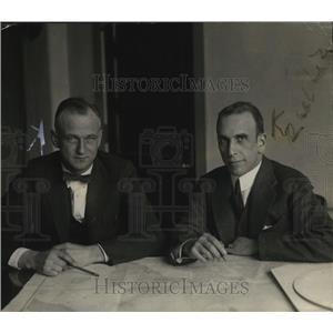 1924 Press Photo Lieutenant Commanders Bruce G Leighton and Zachary Landsdowne