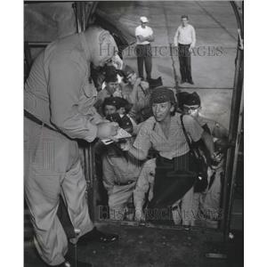 1956 Press Photo Civil air patrol cadets board plane at Gen. Mitchell Field.