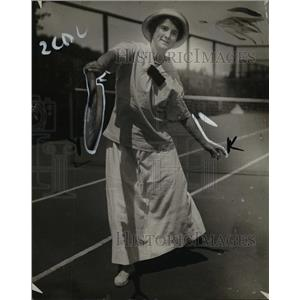 1914 Press Photo Miss Daisy Uphan playing tennis - nef41674