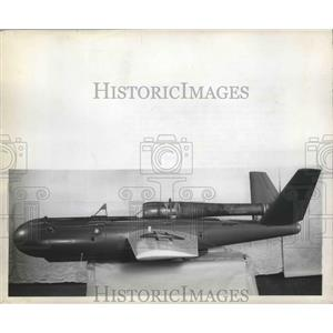 """1946 Press Photo Jet Propelled Drome """"Kadydid"""" Used as Practice Target for Plane"""