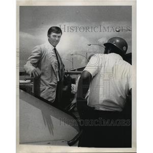 1970 Press Photo New Orleans Saints- Tom Fear- Saints arrival at airport.