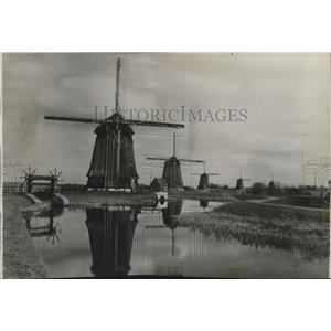 1939 Press Photo The Wind Mills of Holland - spa51998