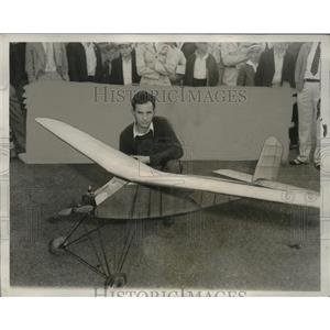 1933 Press Photo Large Model Airplane/ Smallest Gas-Powered Plane - neo19379