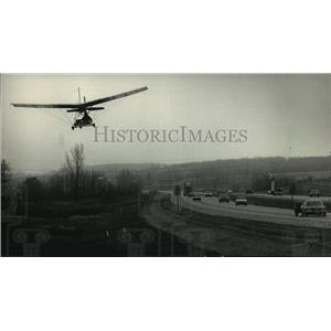 1987 Press Photo Ultralight airplane pilot flew above country near Highway 43