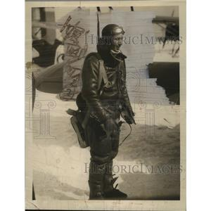 1934 Press Photo Aviator Lt Norman Burnd ready for a flight - neo24600