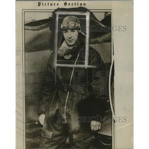 1928 Press Photo Aviator Gene Shank & his airplane - neo23298