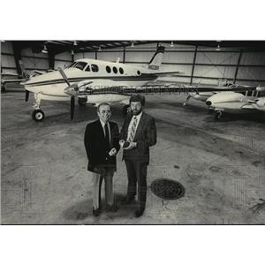 1986 Press Photo Merle Bettenhausen & Jack VanDer Ploug, members of AG Aviation