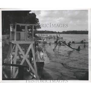 1901 Press Photo People having fun at the Lake - nef66859
