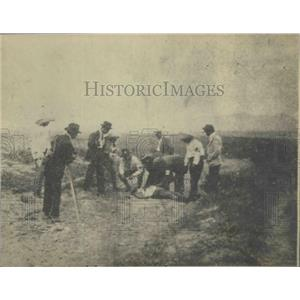 1901 Press Photo Red Cross lifting a wounded man in Battle of Rinconada