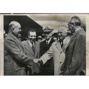 1850 Press Photo Pres. Truman greets cabinet members at Washington Airport