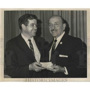 1965 Press Photo Mayor Victor H. Schiro and Photographer Erby Aucoin - noa17706