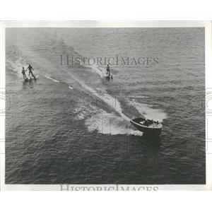 1955 Press Photo Family Fun on Lake Chickamauga