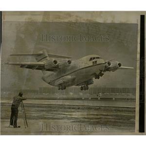 1975 Press Photo YC-15 McDonnell Douglas Cargo Jet