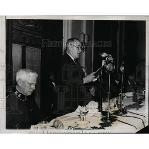 1935 Press Photo Gen Hugh Johnson Speaks at Salvation Army Meeting - nep09901