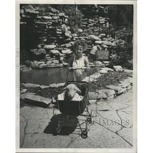 1947 Press Photo Corridale lamb Carol Ann Tenny Natoma - RRW43181