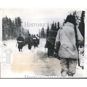 1940 Press Photo Finnish Troops marched after successful attack in Red Soldiers.