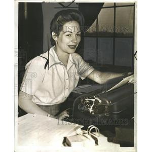 1942 Press Photo Miss Celsestine Seebaldt Detroit Guar - RRW33057