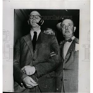 1951 Press Photo Frederick Vanderbilt Field Bail Supply - RRW10913