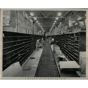 1948 Press Photo Distribution Center Denver Ford Motor - RRX76377