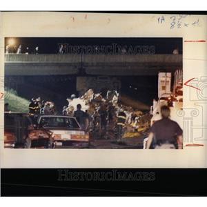 1987 Press Photo Airplane Crash Police Firefighter