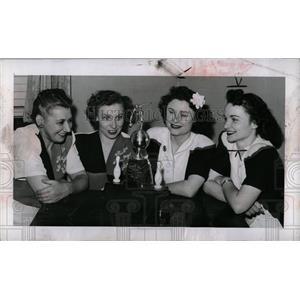 1946 Press Photo Gears Enterprise Bowling Team Olympic - RRW00231