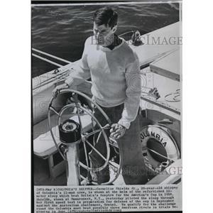 1962 Press Photo Cornelius Shields Junior at helm of sail racing sloop, Columbia