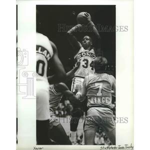 1989 Press Photo Seattle Supersonics Basketball Player Xavier McDaniel Shooting