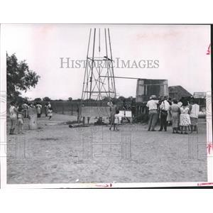 "1963 Press Photo Alice Texas, ""Site of Nision' Draws a Crowd - hca04405"