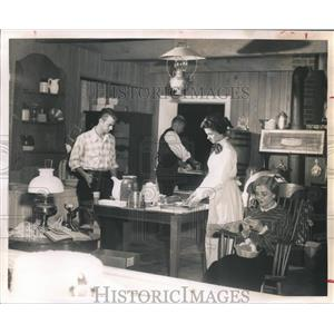 1961 Press Photo Bank of the Southwest serves gingerbread in Christmas Kitchen