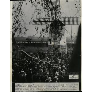 1936 Press Photo Henry Ford Windmill Gift Detroit - RRX70275