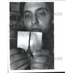 1988 Press Photo Marwan Zaini examines fatigue crack, Airplane safety