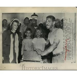 1948 Press Photo Mauri Rose Stands With His 2 Children, Mauri, Jr (L) & Doris