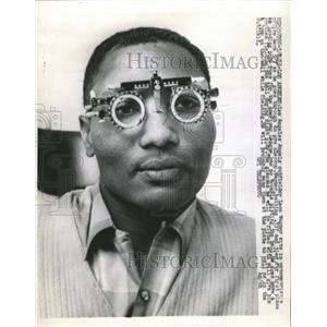 1963 Press Photo Leon Wagner/Baseball/Eye Exam - RRW39649