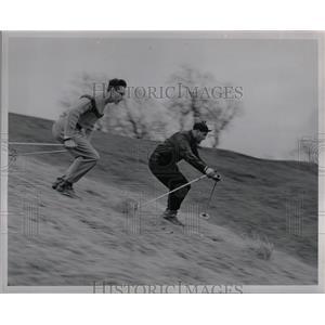 1949 Press Photo Ross Pursifull Walter Hafeli Skiing - RRW01149