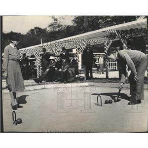 1946 Press Photo Man Woman Game Croquet - RRX84315