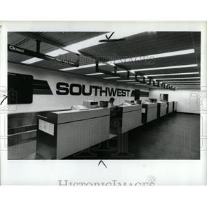 1988 Press Photo Detroit City Airport Ticket Counter