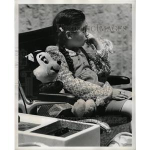 1974 Press Photo Emelia Lorenzana Tampa Airport Disney