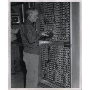 1956 Press Photo Mason Dove Pat Cooper Dial Telephone - RRX70305