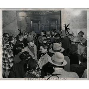 1952 Press Photo Crowd Gathers At Communist Hearing - RRW88963