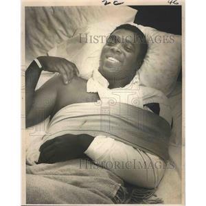 1968 Press Photo New Orleans Saints - Tony Baker Injured Chest & Shoulder
