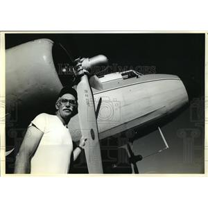 """1990 Press Photo Pilot Mark """"Andy"""" Anderson at McCall, Idaho Smoke Jumpers Unit"""