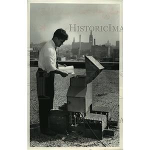 1961 Press Photo Engineer, Conrad Waby testing air pollution Milwaukee
